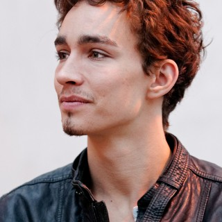 Robert Sheehan background