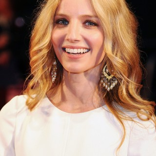 Annabelle Wallis photos