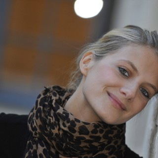 Melanie Laurent background