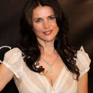 Julia Ormond background