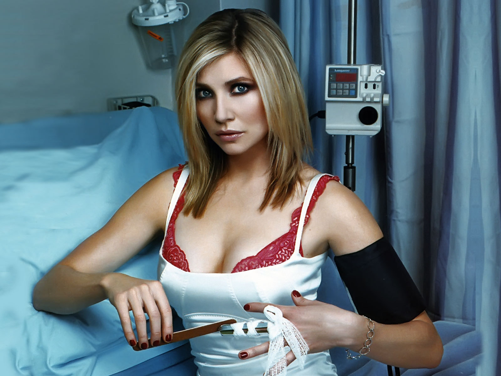 Sarah Chalke HD Wallpapers