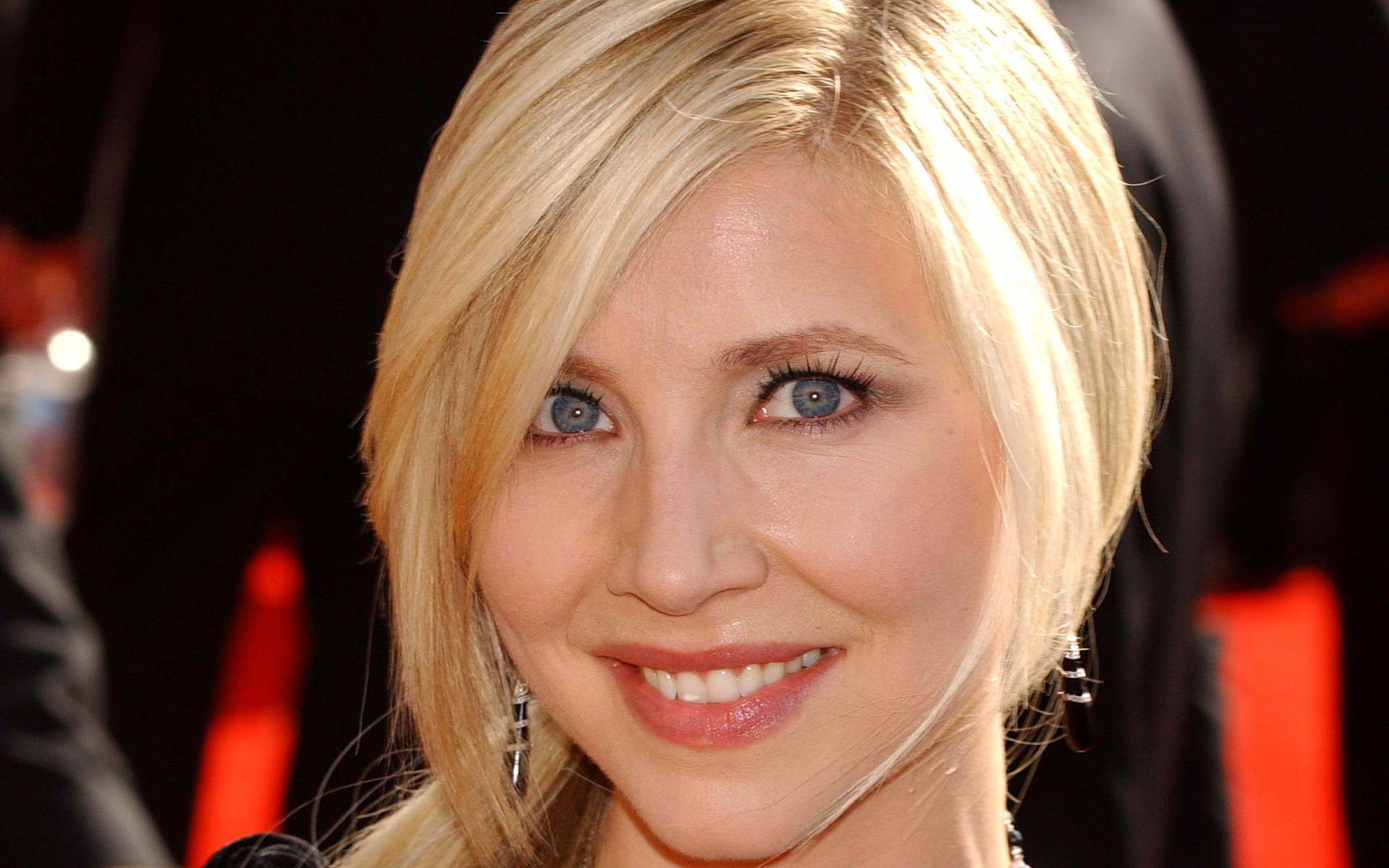 Sarah Chalke background