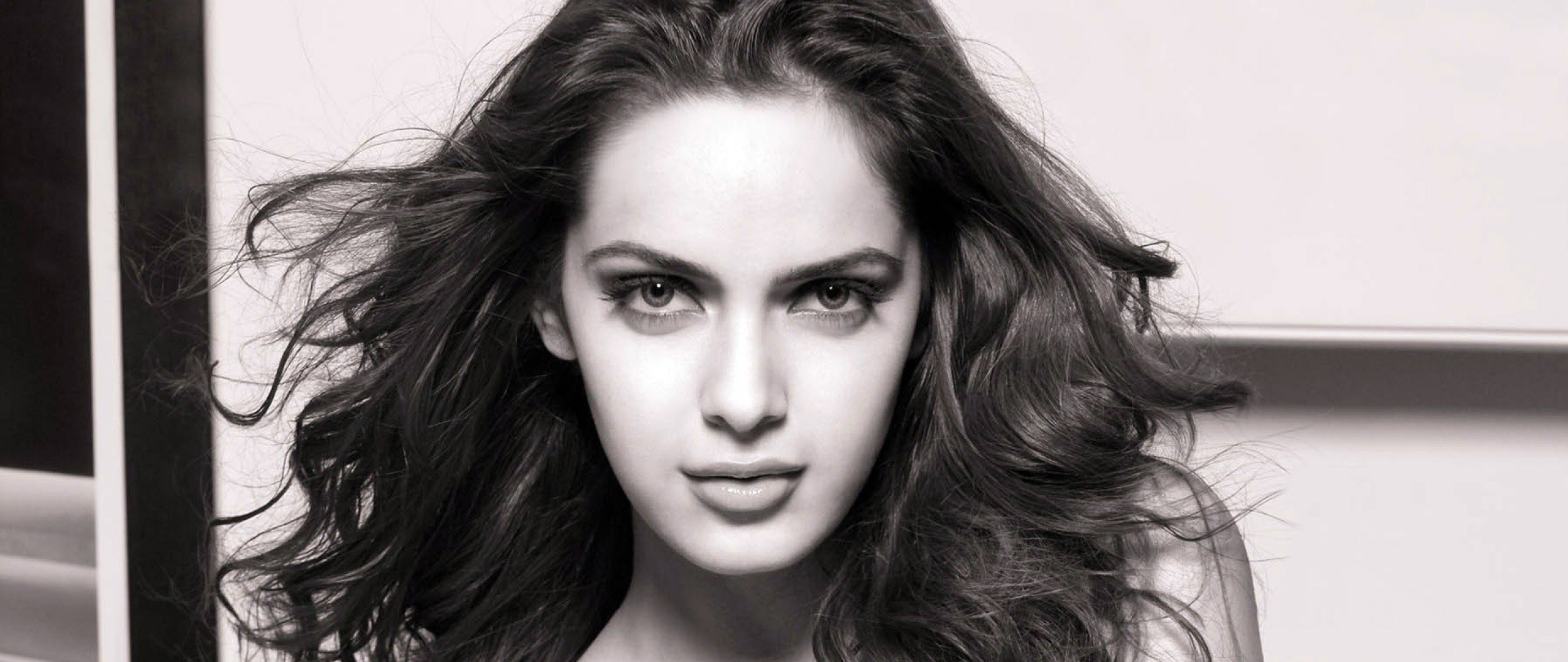 Shazahn Padamsee HD Wallpapers
